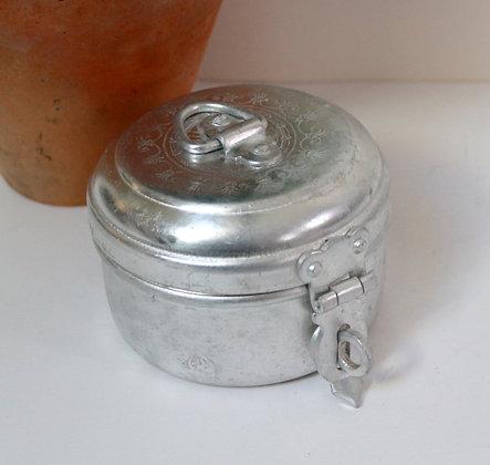 Boîte en aluminium gravé