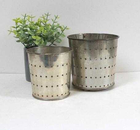 Pots à faisselle en métal