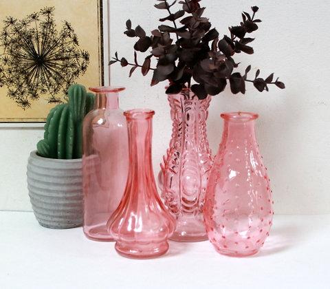 4 petits vases en verre rose