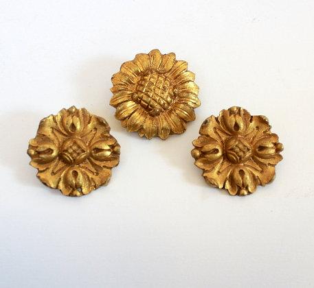 Ornements anciens en bronze