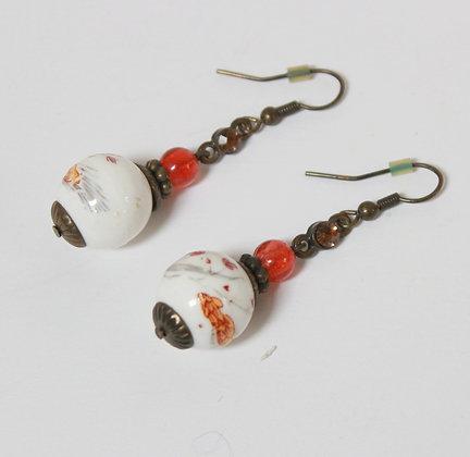 Boucles à pendants de porcelaine 70's