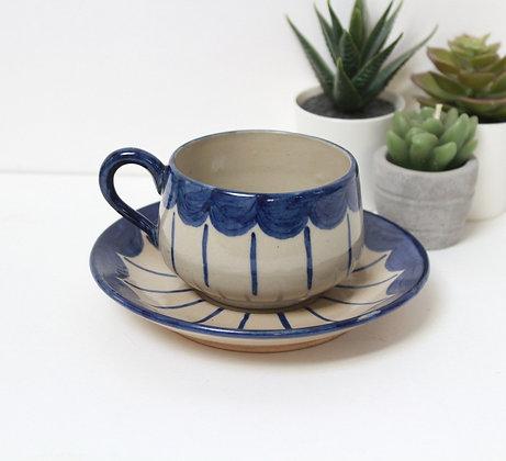 Tasse en grés décor bleu