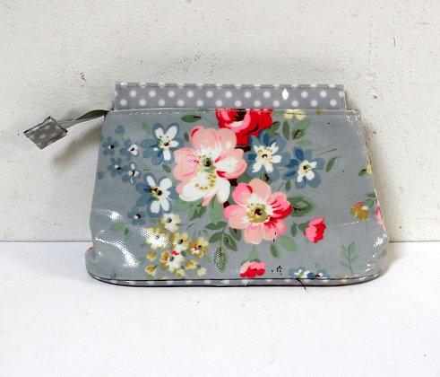 Trousse en toile cirée fleurie grise