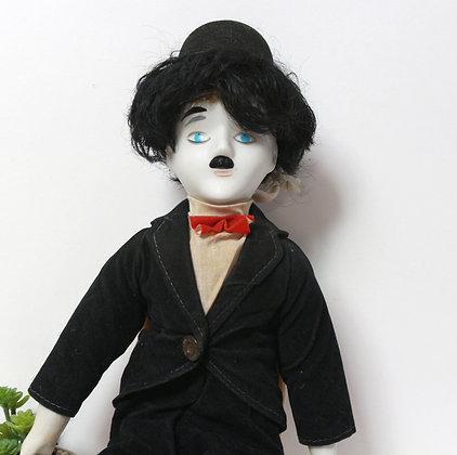 Poupée Chaplin en porcelaine