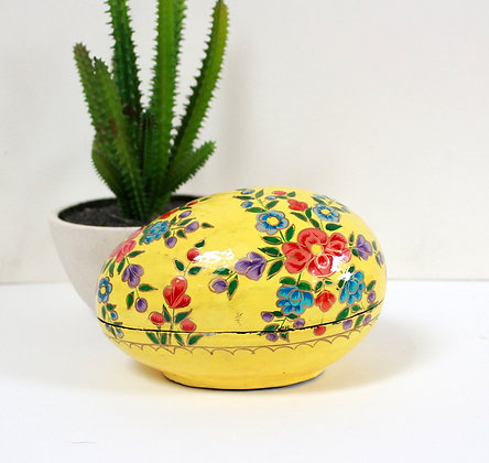 Boîte peinte en forme d'oeuf
