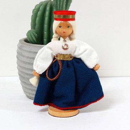 Poupée folklorique en bois