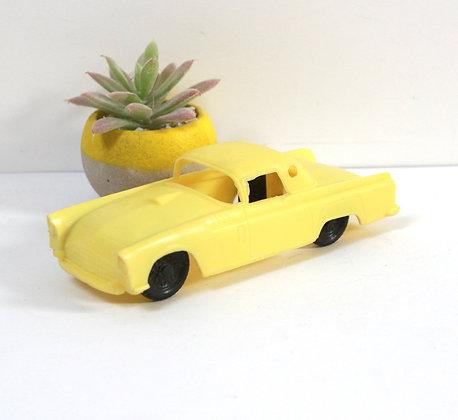 Voiture Thunderbird vintage jaune