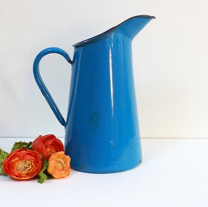 Vase pichet en tôle bleue