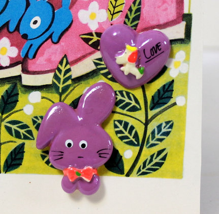 Broches violettes