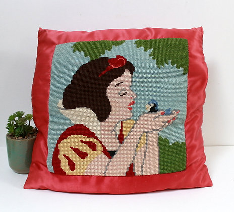 Coussin Blanche-Neige