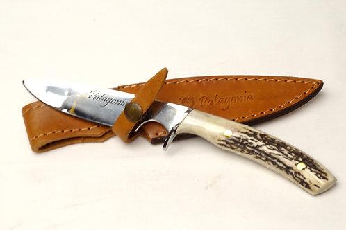 Long 'Verijero' knife with deer antler handle. CUCH 06.