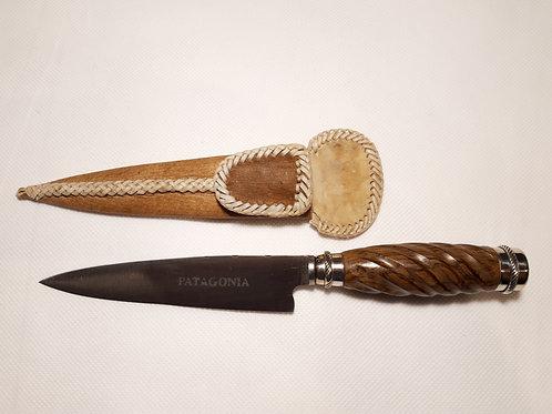 Cuchillo esculpido con alpaca. CUCH 81