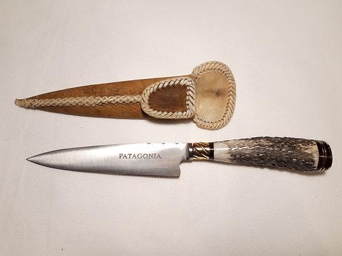 Cuchillo de asta de ciervo con detalle de bronce. CUCH 72