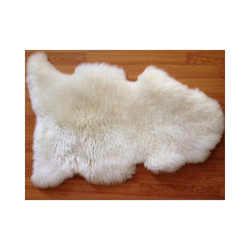 Sheepskin ivory white long hair. CUE 04.