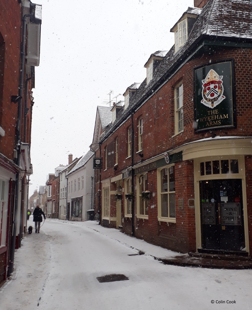 Kings Gate & The Wykeham Arms in the snow