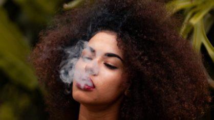 Quem fuma maconha faz mais sexo, indica estudo