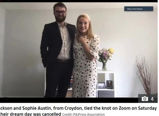 Casal faz casamento por chamada de vídeo para 300 convidados