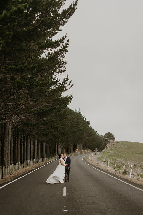 bride and groom, auckland wedding, wedding photographer, hamiltons gap wedding, love, couple