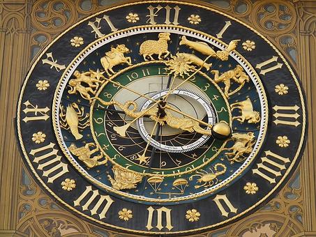 astronomical-clock-5706_960_720.webp
