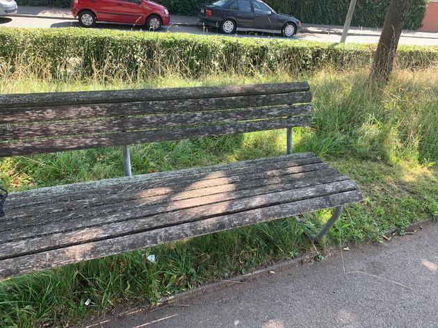 Neue Parkbänke an der Kilchbergstrasse