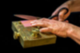 Bushey gambler's card trimmer