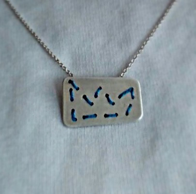 """Colgante """"Crown sewn"""""""