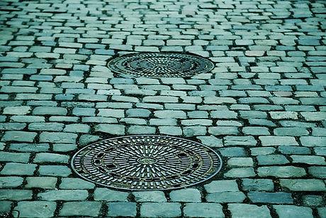 manhole-covers-293578__340.jpg