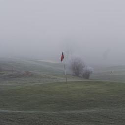 Golfplatz im Nebel