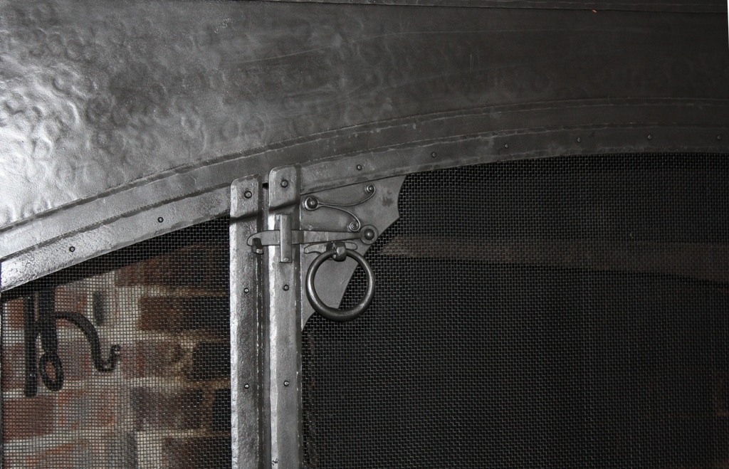 Arch Top Textured Panel and Ring Latch