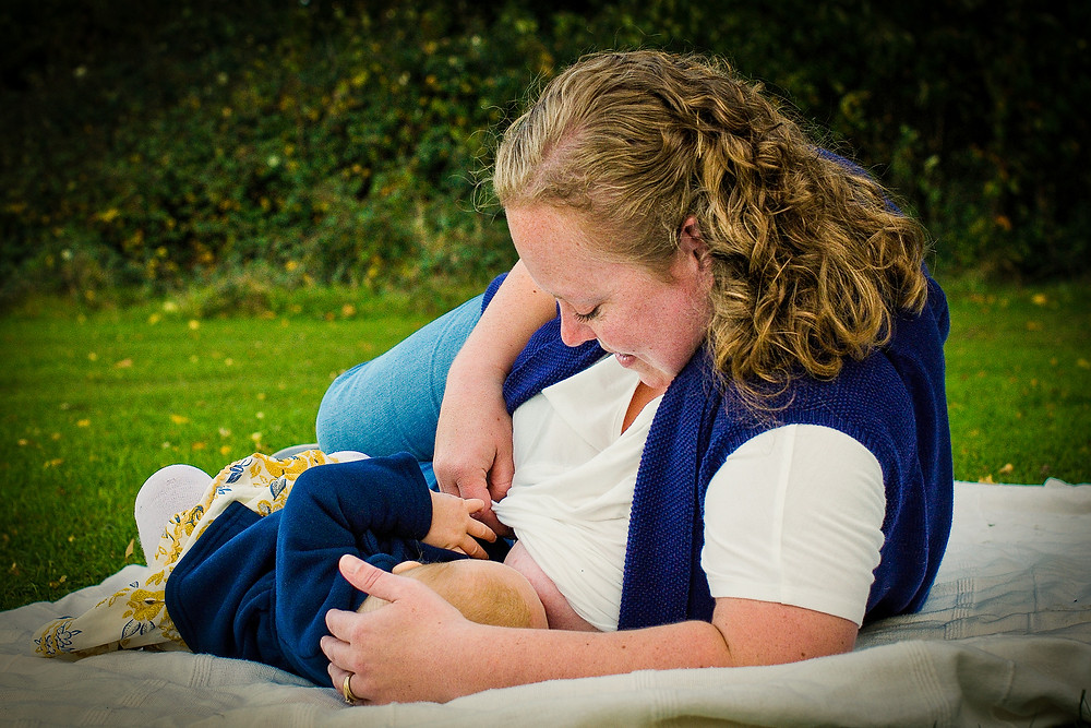 natural breastfeeding portraits, breastfeeding photographer