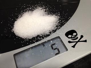La sal o el asesino silencioso. Superar los 5 gr. de ingesta diaria puede provocar la muerte.