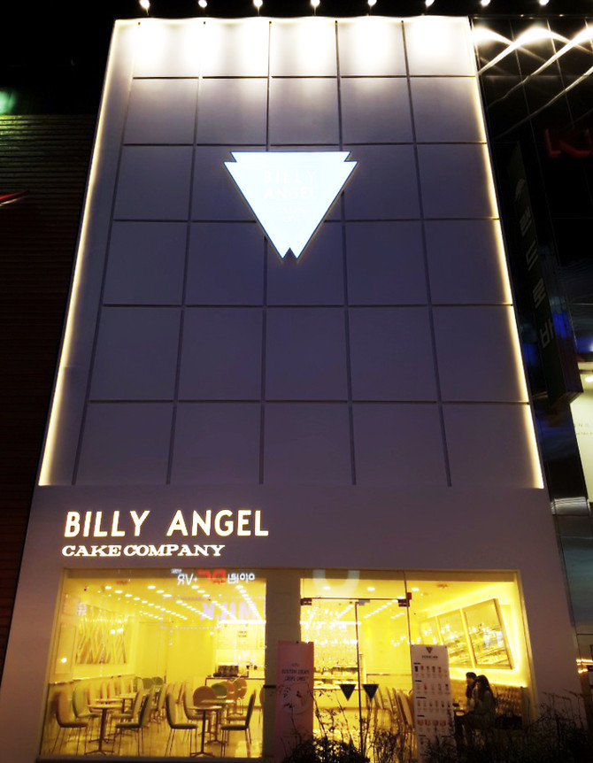 Billy Angel finally enters Busan!