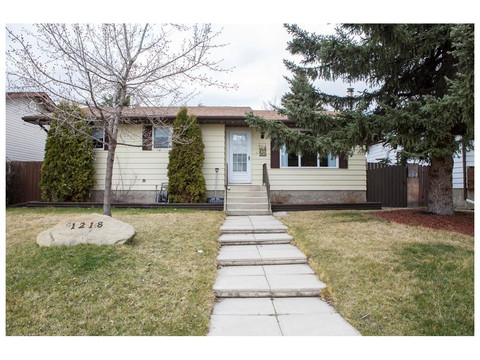 OPEN HOUSE! June 4th 2-4 pm - 1218 Smith Ave, Crossfield, AB