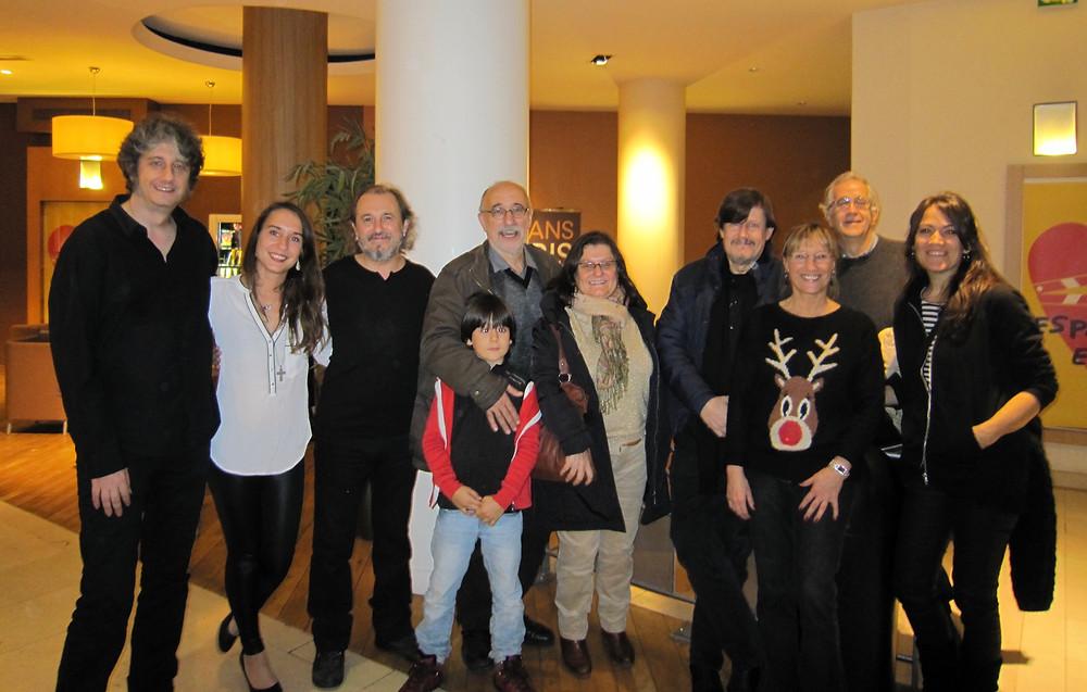 En París tras la premiere de mi disco en solitario junto a José María Riba y familia y Ramón Arroyo y familia. Diciembre de 2014