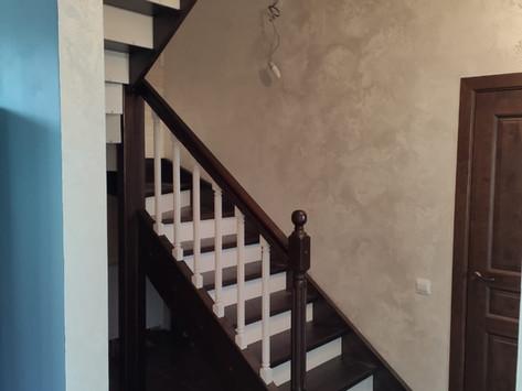 Лестница в двух тонах