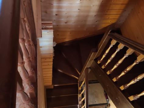 Лестница в брусовом доме