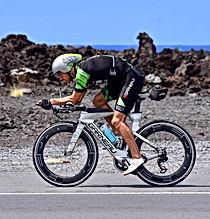 Lionel Sanders, Janina on auttanut monin kertaista maailmanmestaria valmistautumaan tärkeisiin kilpaluihin. Lisäksi hän on tehnyt liikkuvuus- ja lihasaktivaatio testejä ja ohjelmia maailman huippu triathlonistille.