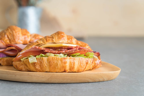 Opción 1: Croissant relleno de jamón y queso