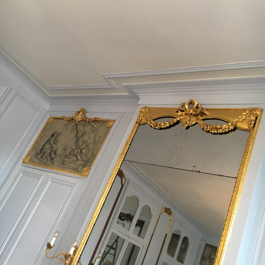 Presbytère de St Paul St Louis, Paris : dorure des miroirs et encadrements de tableaux, détail