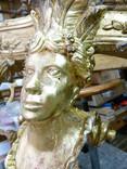 Console XVIIIe : pose des feuilles d'or à la détrempe