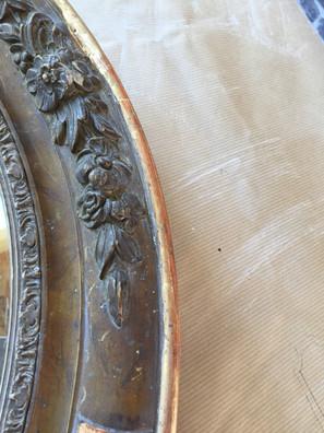 Cadre ovale pendant restauration, dorure et patine