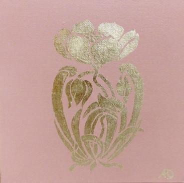 fleur rose et feuille d'or