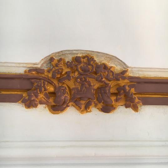 Presbytère de St Paul St Louis, Paris : restauration des éléments en bois sculpté et doré, assiette