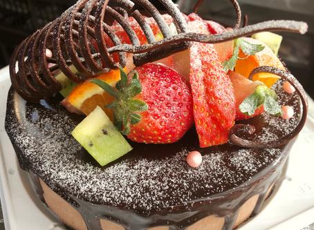 ・デコレーションケーキのご予約受付を始めました。