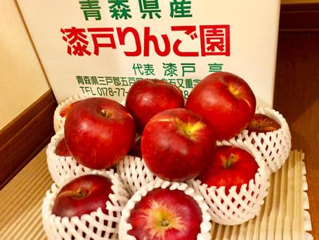 ・シェフの故郷青森からたくさんのリンゴをいただきました。