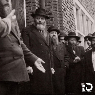 New Gallery: The Rebbe Sees Off the Guests