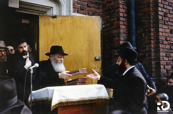 Gallery: The Rebbe Distributes English Tanya