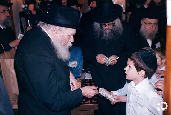 Mishnayos Baal Peh Finalists Pass The Rebbe