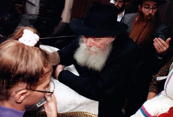 Gallery: The Rebbe distributing dollars for Tzedaka to children