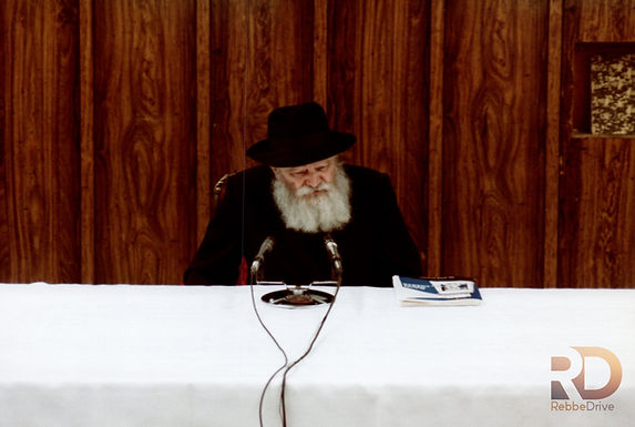 Gallery: The Rebbe Addresses the N'shei Chabad Convention